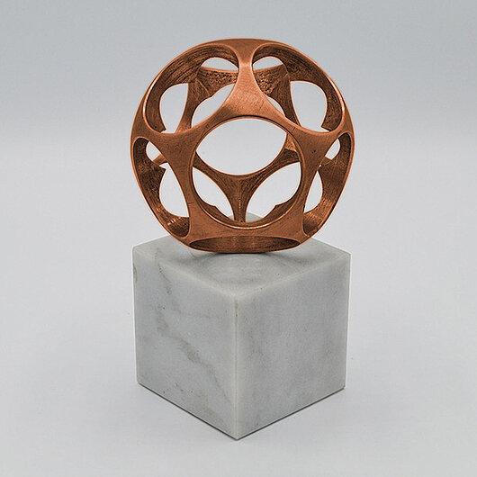Kugel-Skulptur von KERN